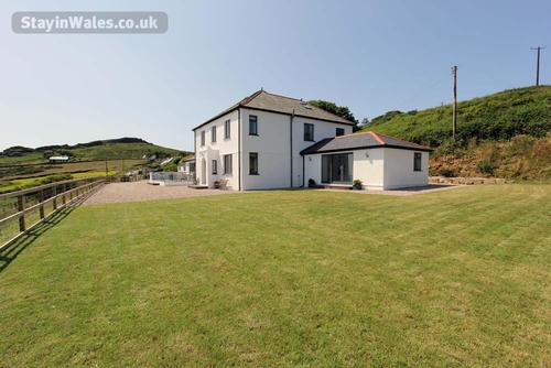 llyn large group self catering