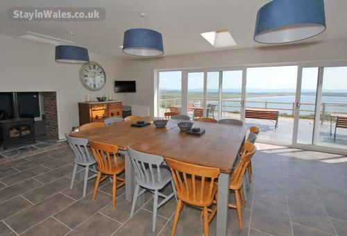 sea views dining area