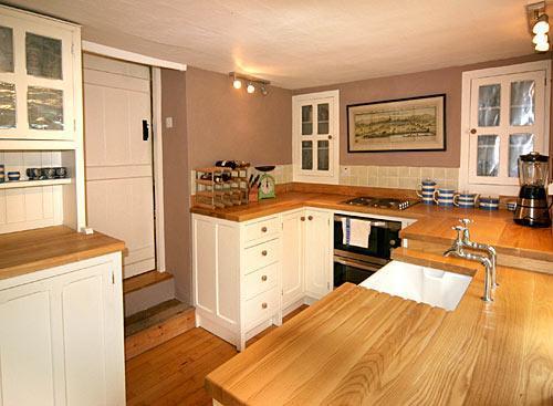 Tasteful modern fitted kitchen