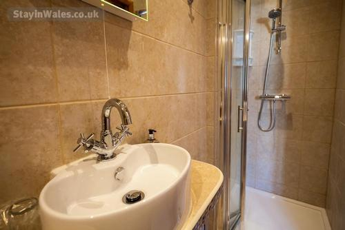 beautiful modern shower rooms