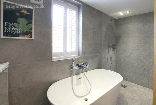 modern wet room in holiday cottage