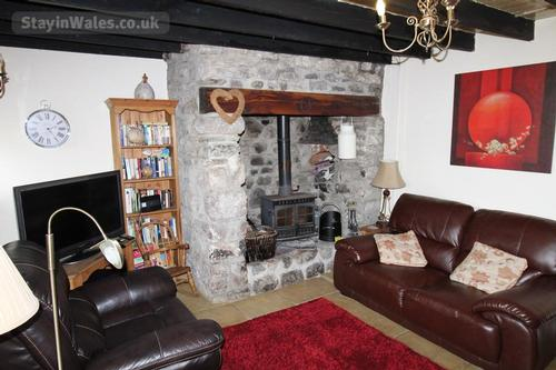 middle cottage lounge