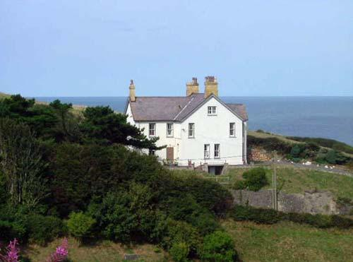 Llangrannog house with sea views
