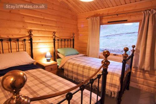 log cabin bedroom in arthog snowdonia