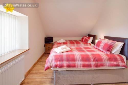 loft en-suite twin bedroom