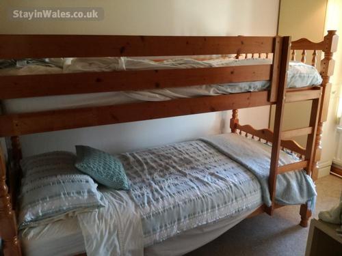 bunk twin bedroom
