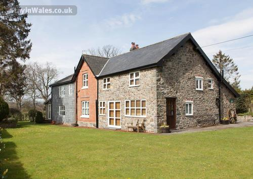 holly farmhouse, llandrindod wells