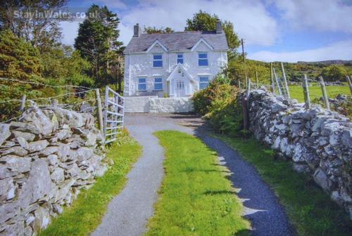 tan y beran cottage with views deiniolen