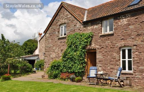 oak cottage at llanthony