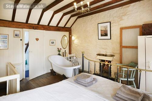 kingsize bed rolltop bath by the fire