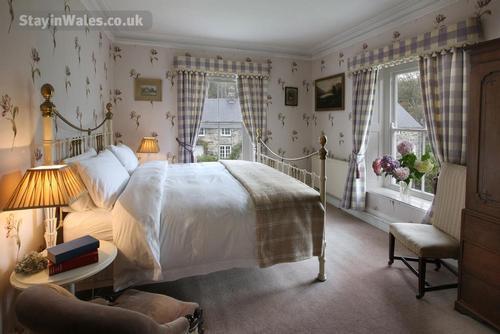 llanfendigaid bedroom