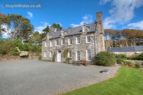 main house - 9 bedrooms, sleeps 17and2