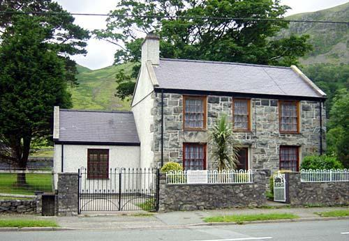 Cottage at the foot of Snowdon