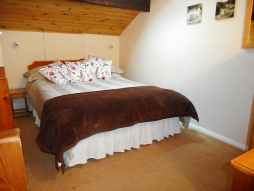 Pine Chalet - double bed on gallery level