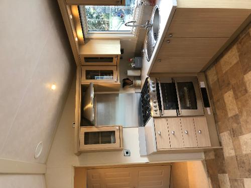 Full sized gas hon and oven
