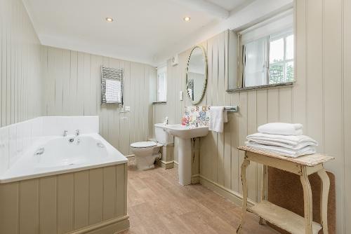 Dove Cottage Bathroom