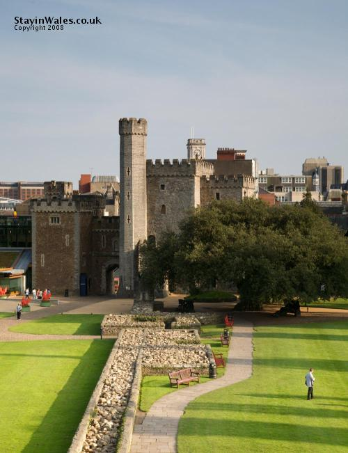 The gatehouse at Cardiff Castle