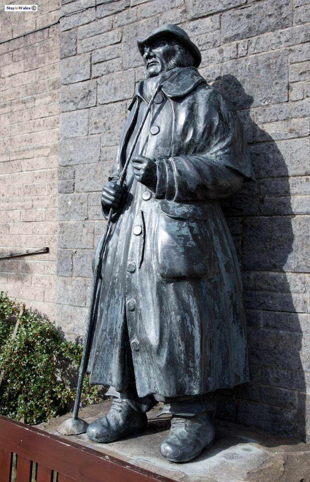 Statue of a drover at Llandovery