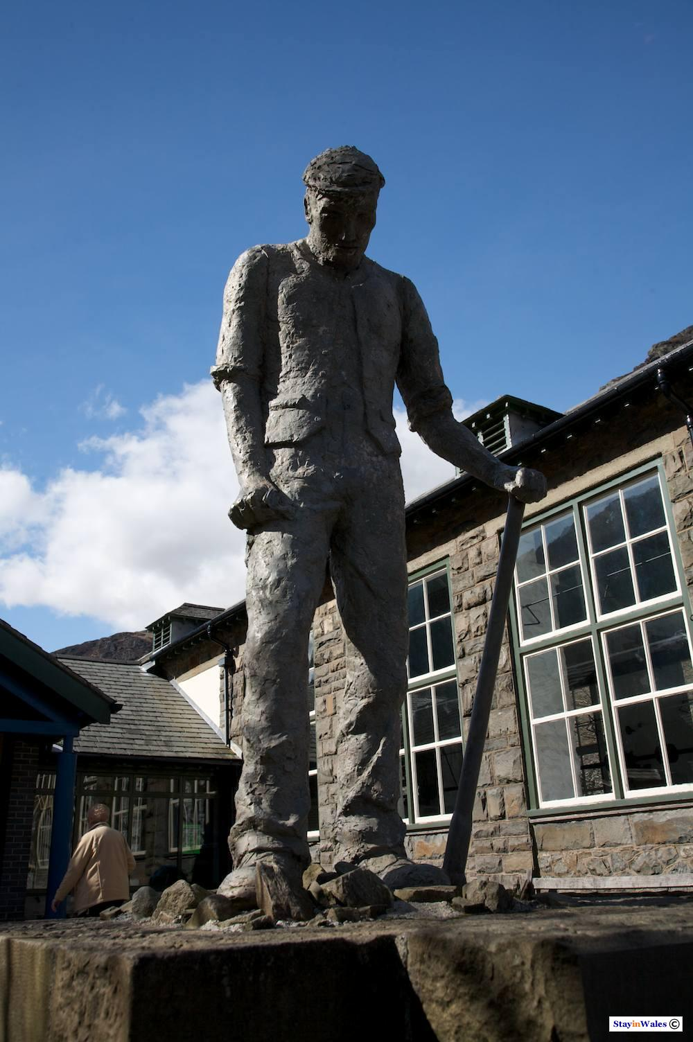 Statue of a Navvy who worked on the Elan Valley dams