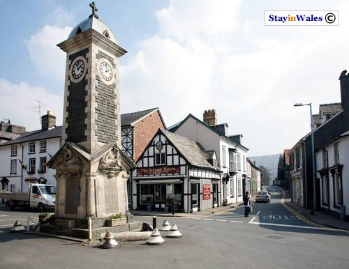 Ye Olde Stores and clock tower, Rhayader