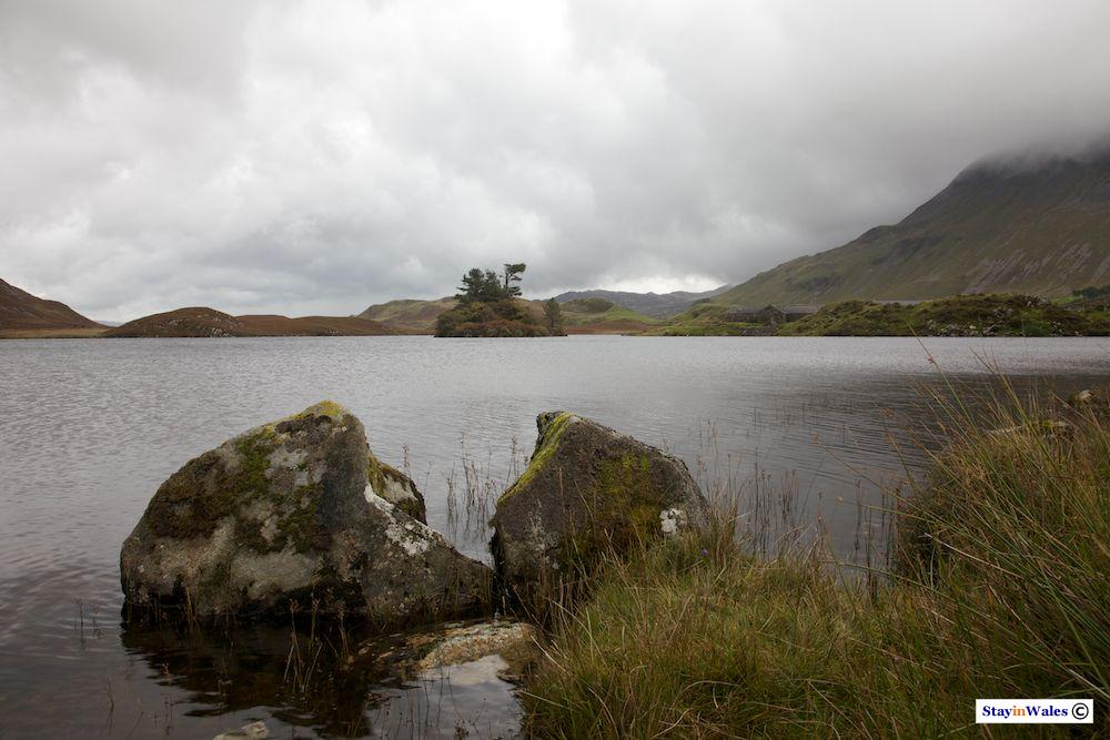 Cregennan Lake in autumn