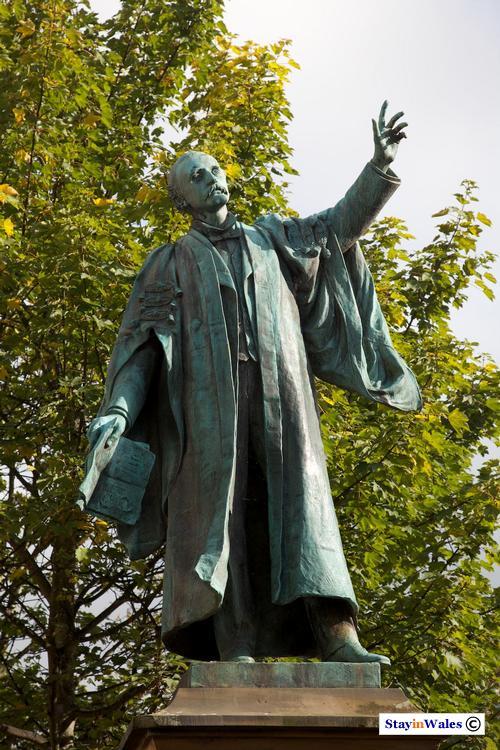 T E Ellis Statue, Bala