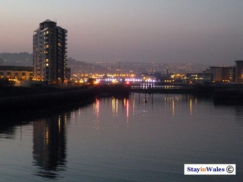 Swanse Harbour at dusk