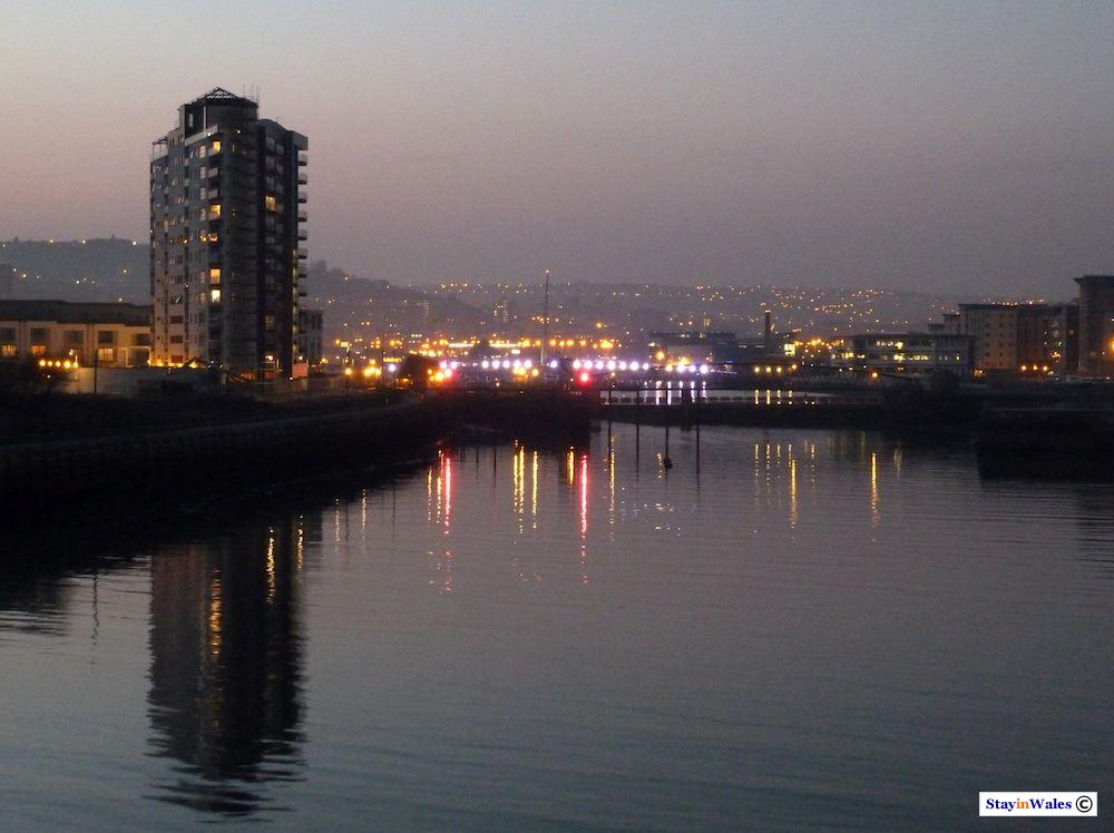 Swanse Harbour at dusk
