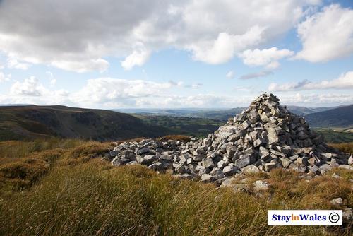 Cairn above Eglwys Faen
