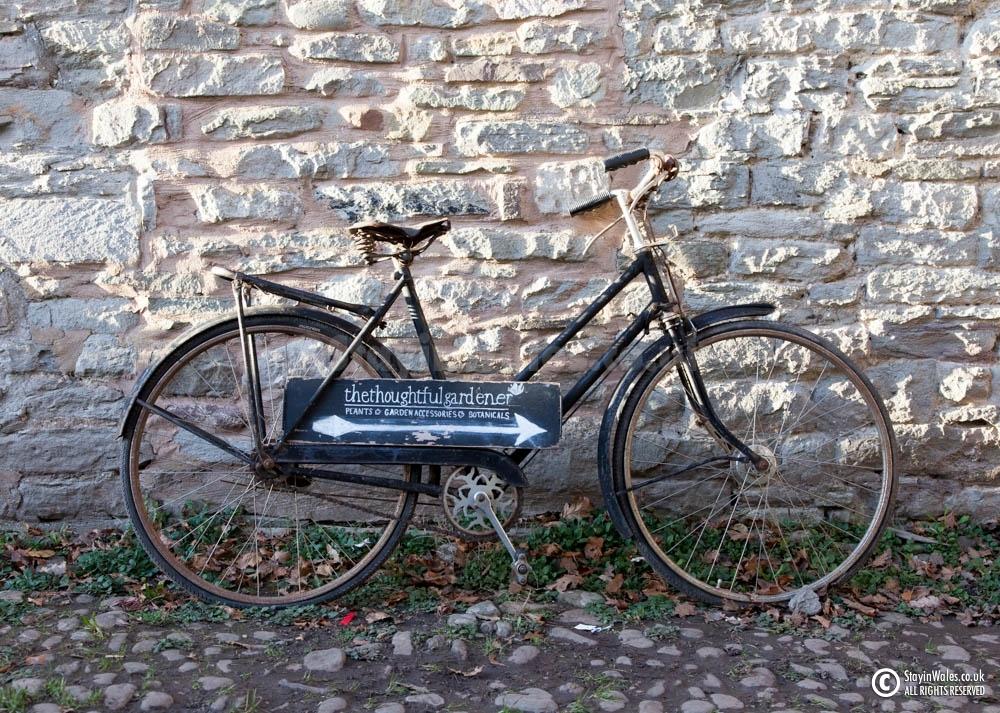 Bicycle shop sign, Hay